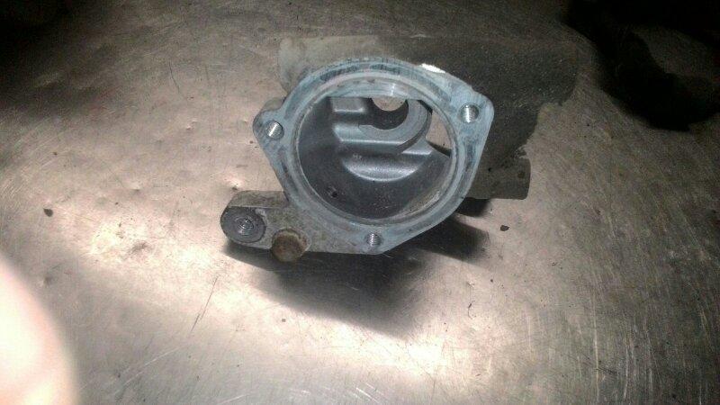 Корпус термостата Nissan Bluebird EU14 SR18DE