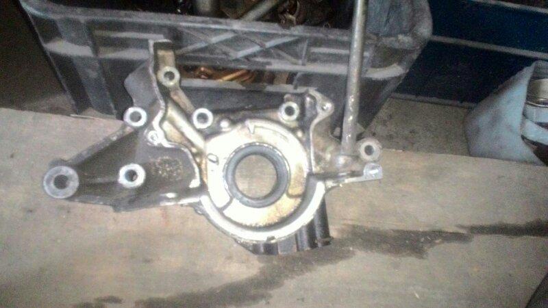 Масляный насос Mazda Familia ZL