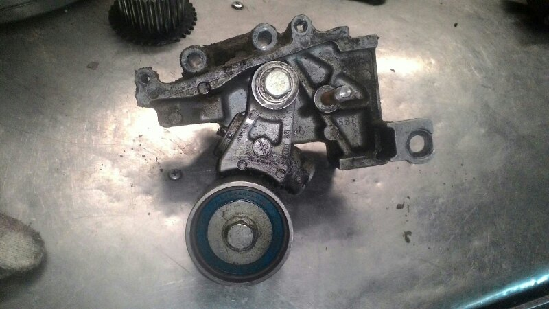 Кронштейн натяжного ролика Subaru Forester SG5