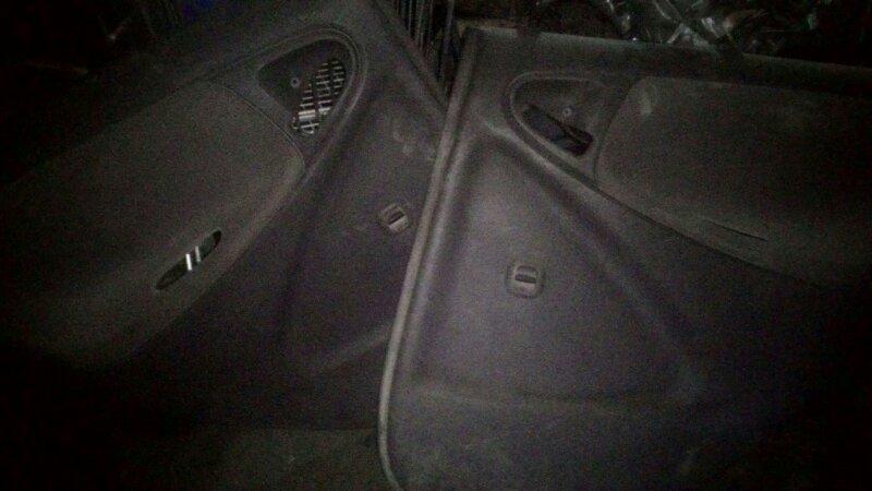 Обшивка двери Toyota Platz NCP12 1NZ-FE задняя