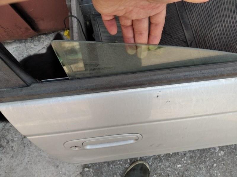 Стекло двери Toyota Caldina АТ211 7AFE переднее правое