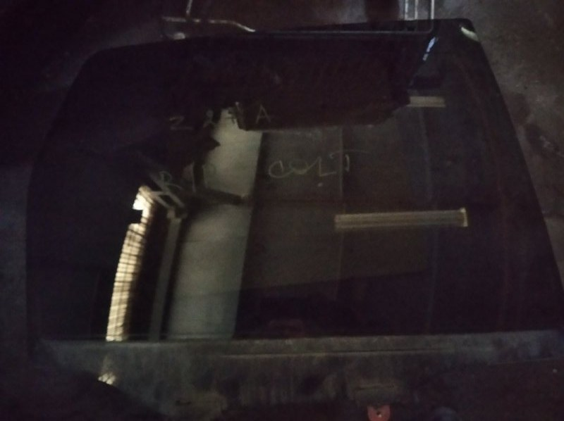 Стекло двери Mitsubishi Colt Z25A 4G19 заднее правое