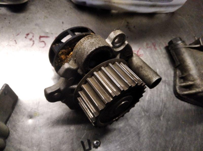 Помпа Volkswagen Passat B5 AWT