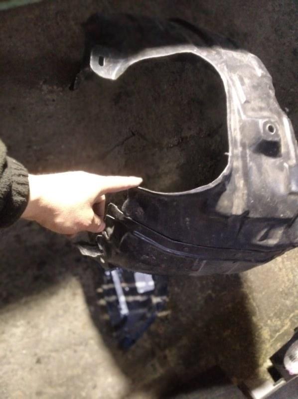 Подкрылок Mazda Axela BK Z6 передний левый