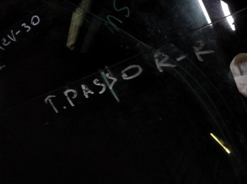 Стекло двери Toyota Passo KGC10 1KR-FE заднее правое
