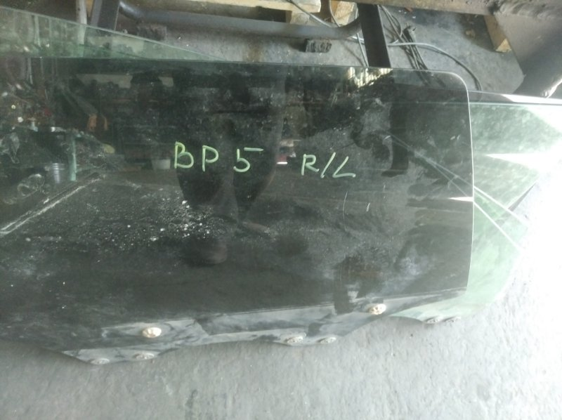 Стекло двери Subaru Legacy BL5 EJ-20 заднее левое