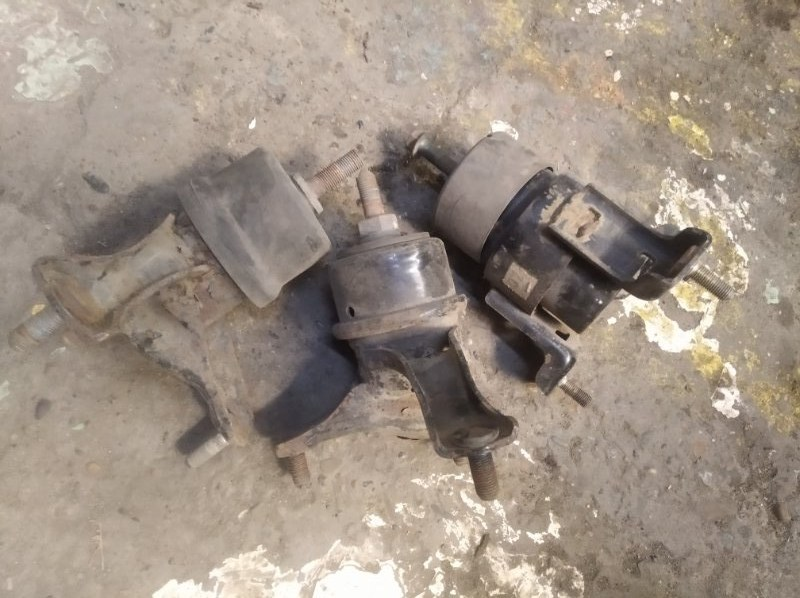 Подушка двигателя Toyota Camry ACV30 2AZ FE