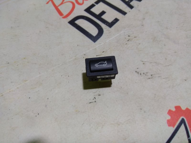 Кнопка открывания багажника  BMW 3 E90, контр.