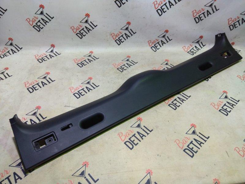 Обшивка крышки багажника Bmw X5 E53 M54B30 2005 задняя верхняя