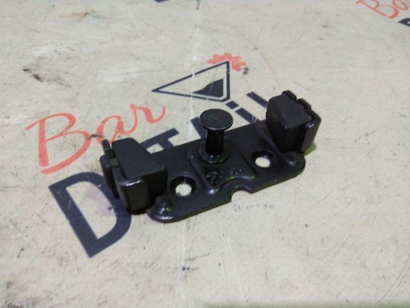 Ответная часть замка багажника Bmw 5 Серия E60 N62B44 2004 задняя