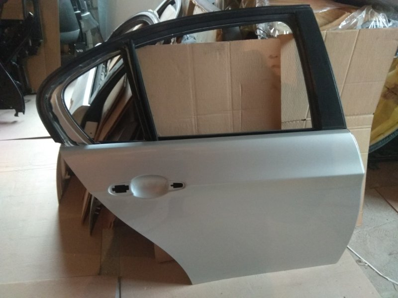 Дверь зд. Правая сереб BMW e90 контр.