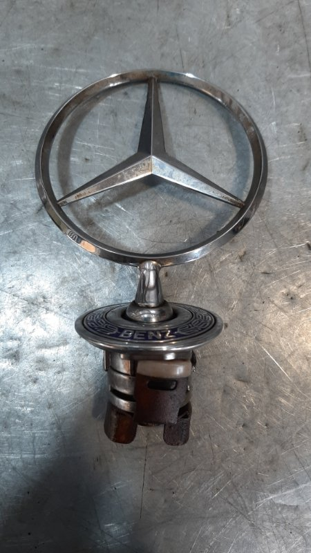 Эмблема Mercedes-Benz C-Class W202 2006