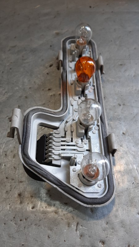 Плата заднего фонаря Opel Zafira A F75 Y20DTH 2005 задняя правая