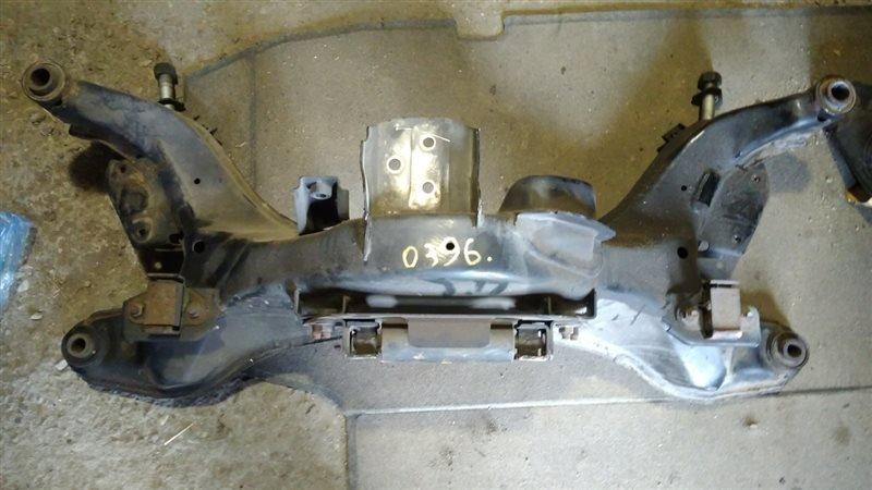 Балка поперечная Nissan Bassara JNU30 KA24DE передняя