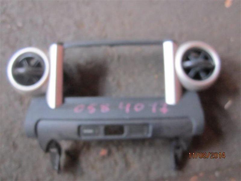Консоль магнитофона Toyota Ist NCP61 1NZ-FE 2002 4017