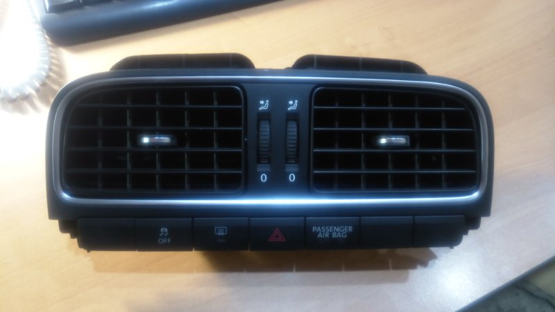 Решетка вентиляционная Volkswagen Polo 6R1 CBZ 2010 4352