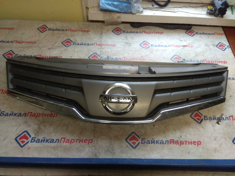 Решетка радиатора Nissan Note E11 HR15DE 2008 6416