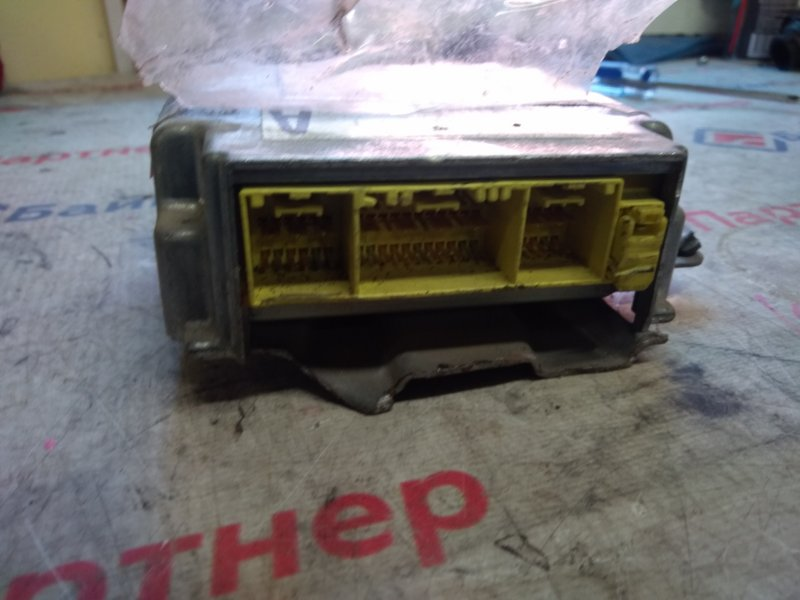 Блок управления airbag Toyota Carina ST215 3S-FE 2000 2418