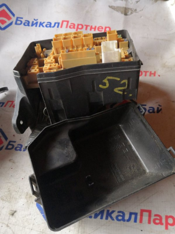 Блок предохранителей Toyota Ipsum ACM21W 2AZ-FE 2001 52