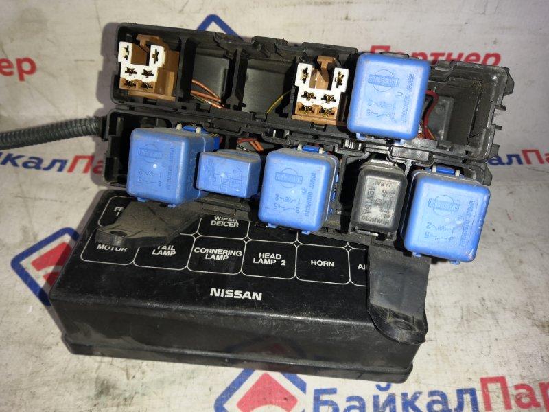 Блок предохранителей Nissan Cefiro A33 VQ20DE 1999 2068