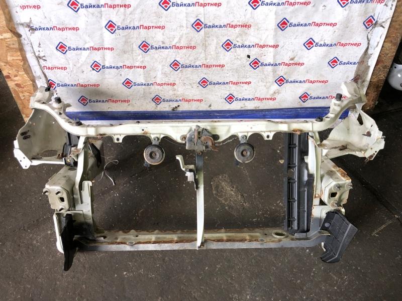 Рамка радиатора Toyota Wish ZNE14G 1ZZ-FE 2003