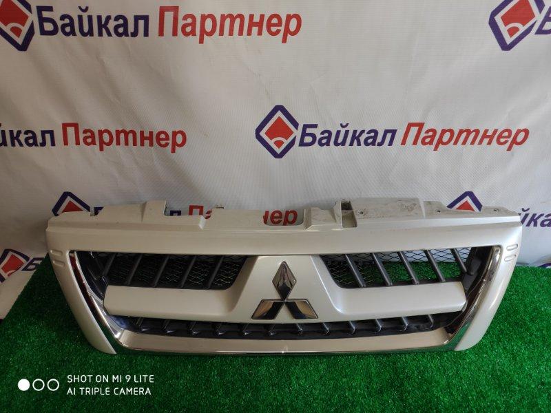 Решетка радиатора Mitsubishi Pajero V73W 2005
