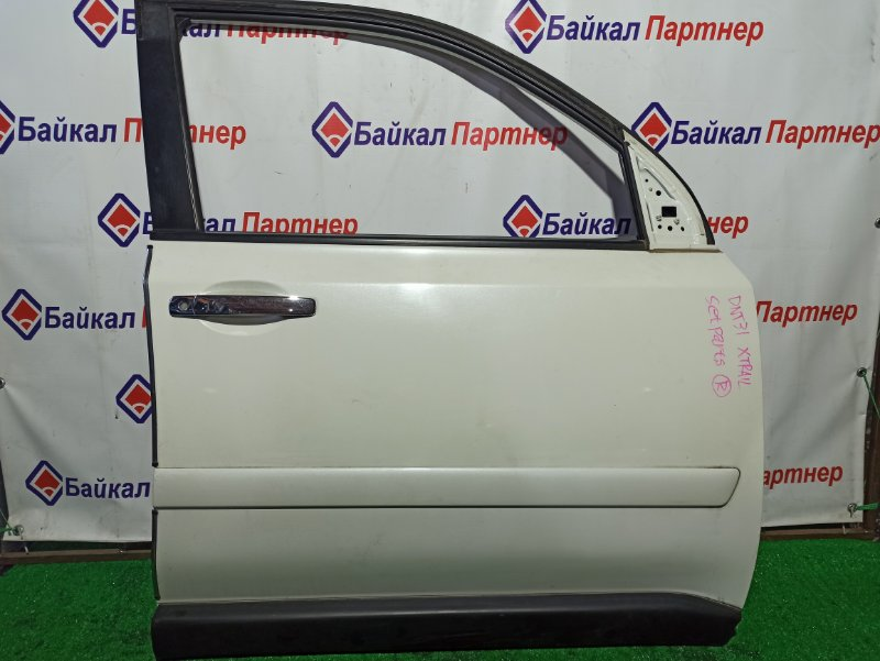 Дверь Nissan X-Trail DNT31 M9R передняя правая