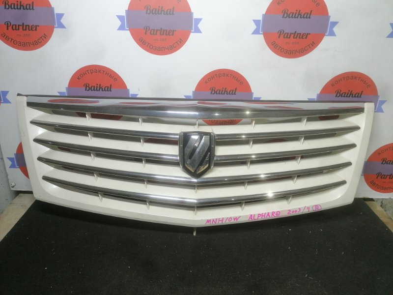 Решетка радиатора Toyota Alphard MNH10W