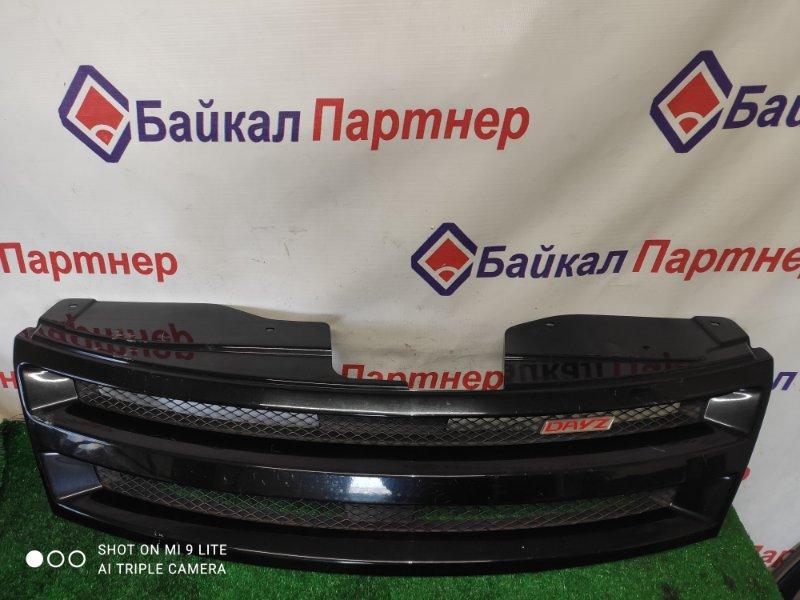 Решетка радиатора Nissan Serena NC25 2007