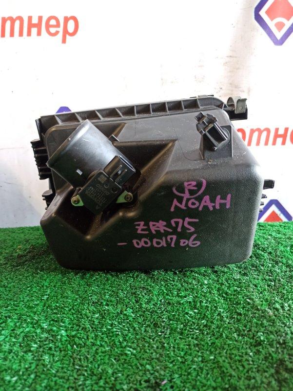 Корпус воздушного фильтра Toyota Noah ZRR75W 3ZRFAE