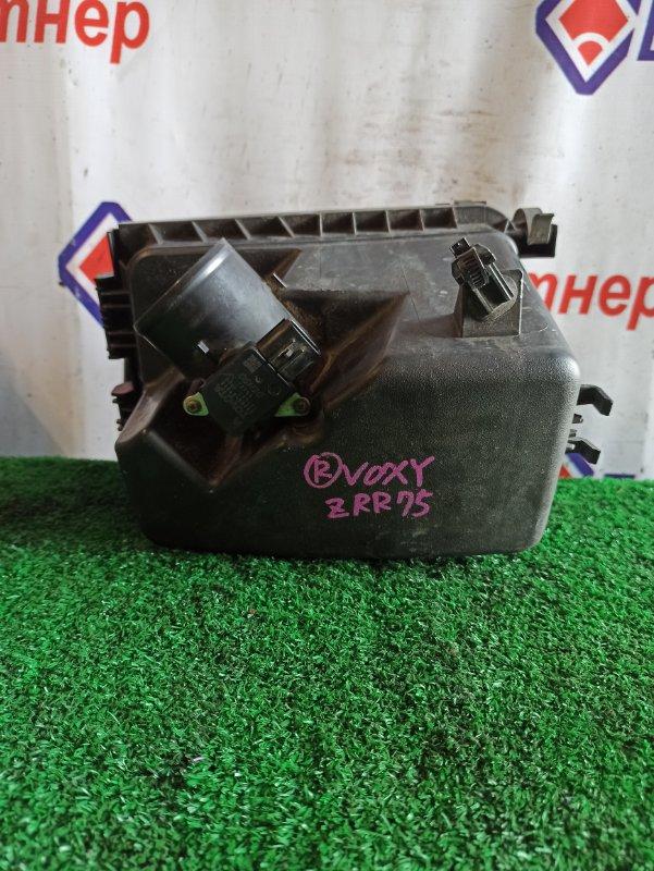 Корпус воздушного фильтра Toyota Voxy ZRR75W