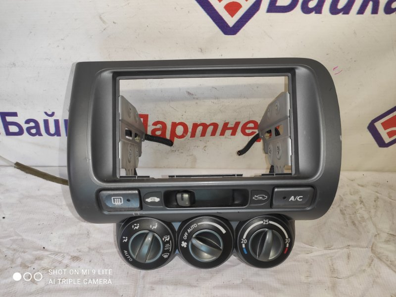 Консоль магнитофона Honda Fit GD4 L15A 2001
