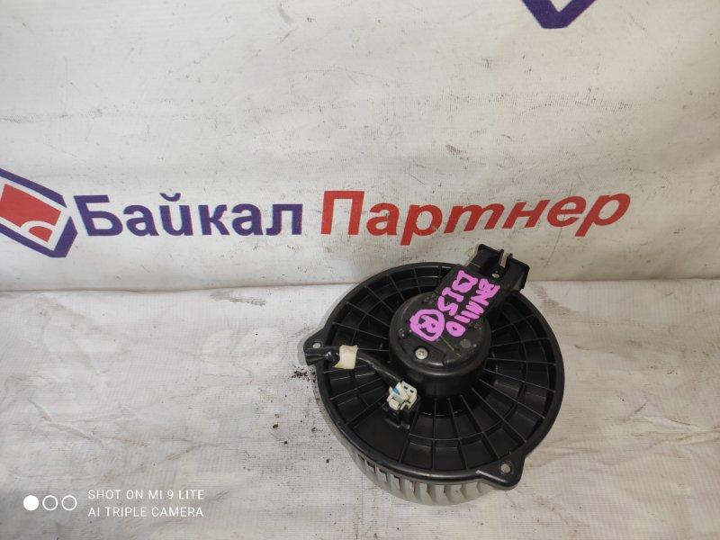 Мотор печки Toyota Isis ZGM10G 2ZR-FAE