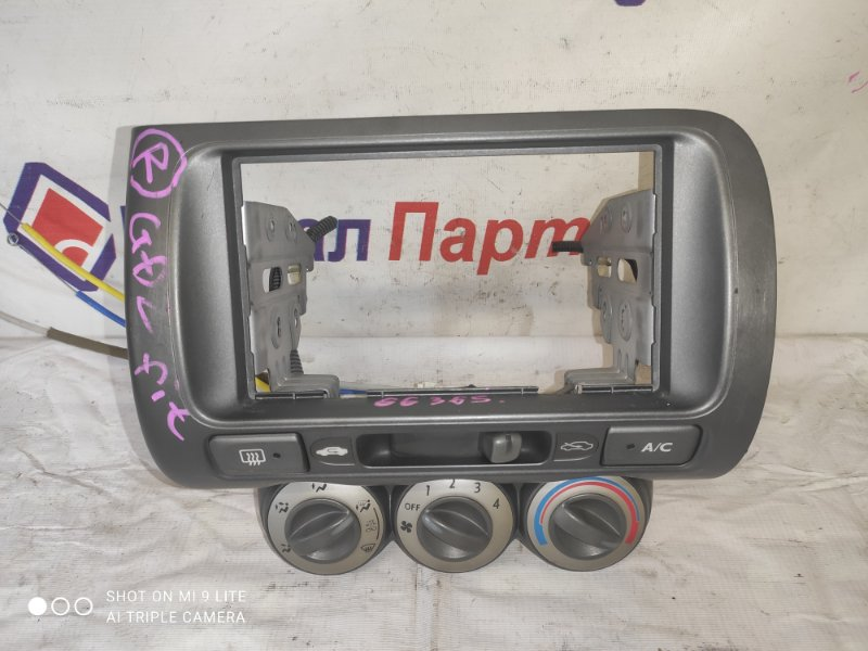 Консоль магнитофона Honda Fit GD1 L13A 2006