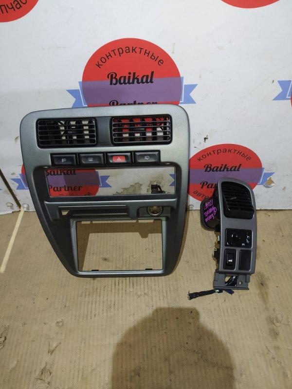 Консоль магнитофона Nissan Terrano LBYD21 TD27T 1993
