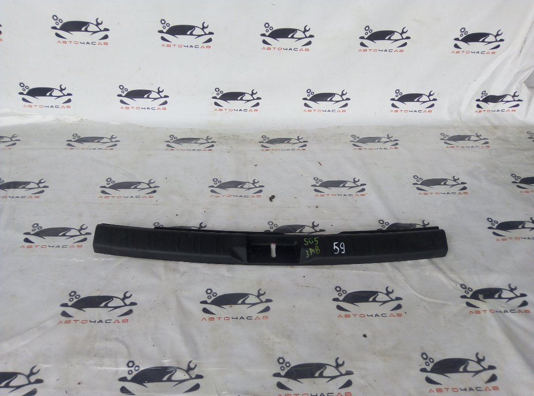 Пластик замка багажника Subaru Forester SG5 EJ20 2007
