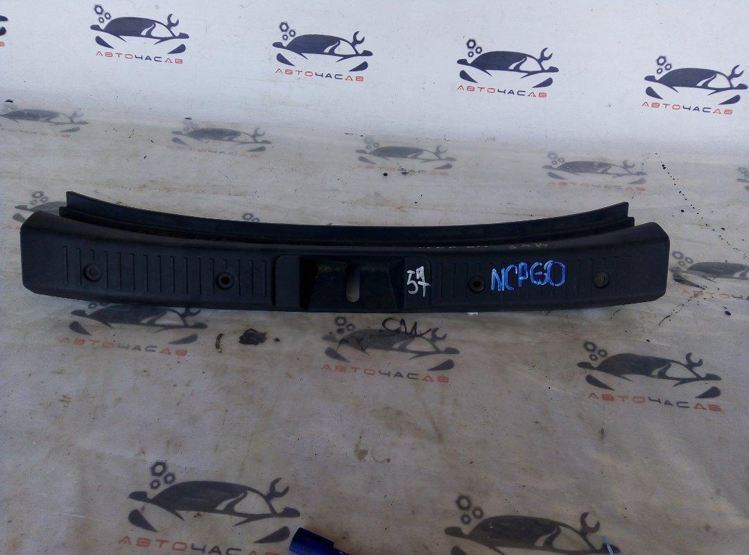 Пластик замка багажника Toyota Ist NCP60 2NZ 2002