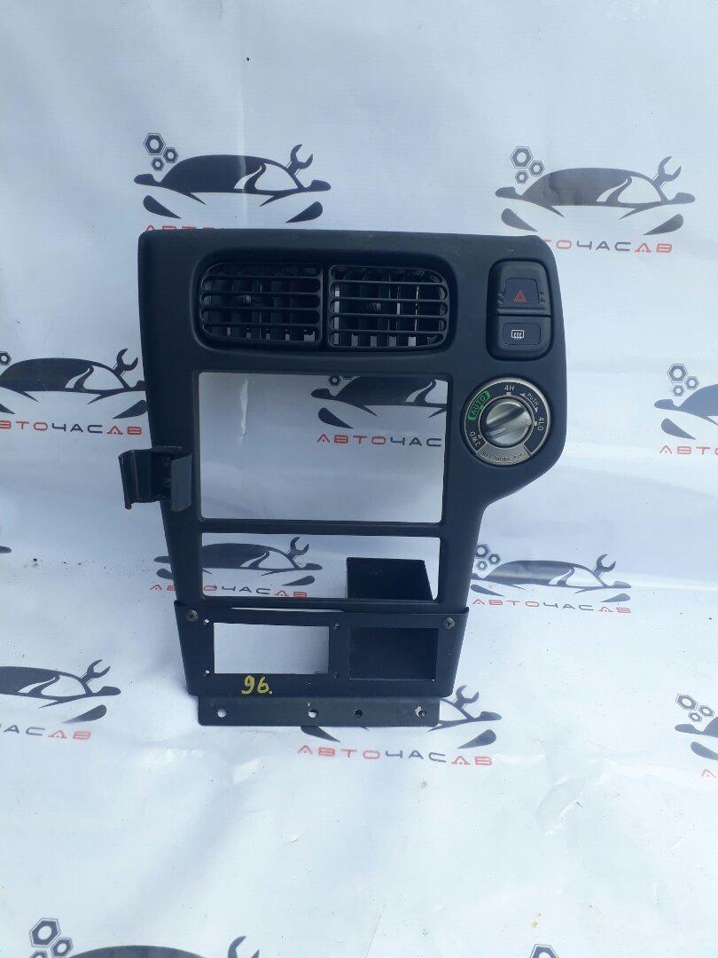 Консоль магнитофона Nissan Terrano LR50 VG33 2000