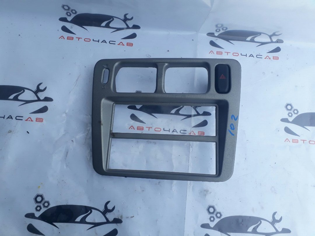 Консоль магнитофона Mitsubishi Pajero Io H77W 4G94