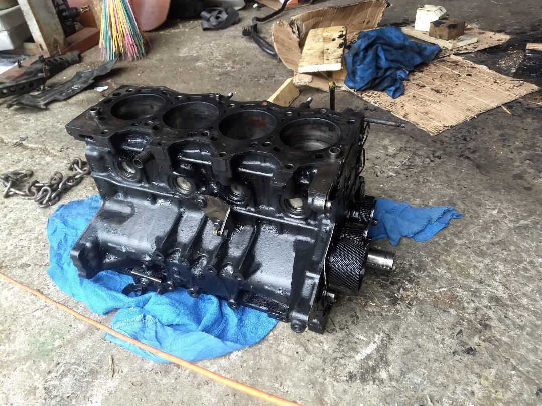Блок двигателя Mazda Bongo SGLW WLT