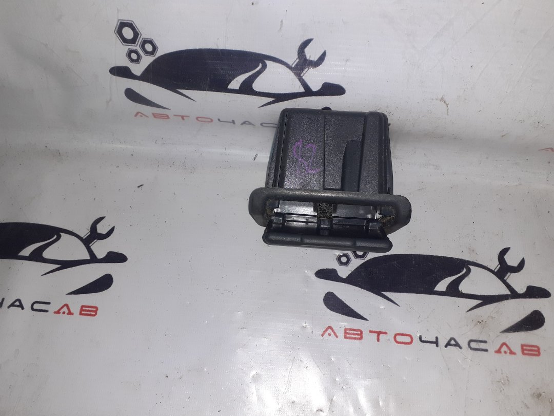 Пепельница Toyota Hiace KZH106W 1KZTE