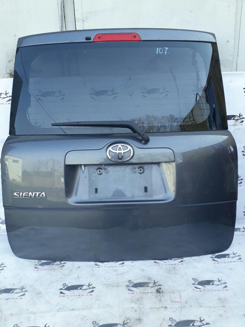 Обшивка двери багажника Toyota Sienta NCP81 1NZ 2008