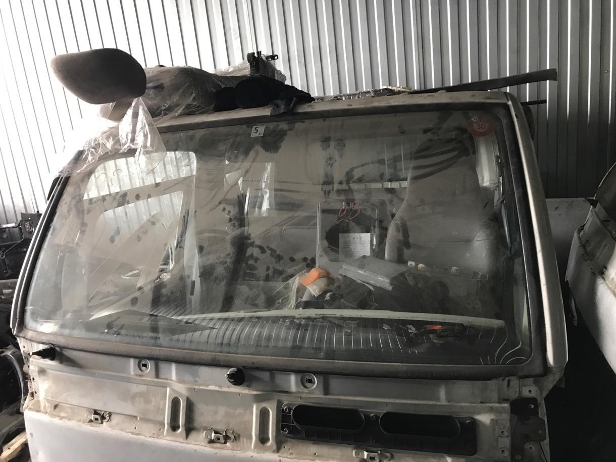 Лобовое стекло Nissan Atlas P8F23 TD27 1992