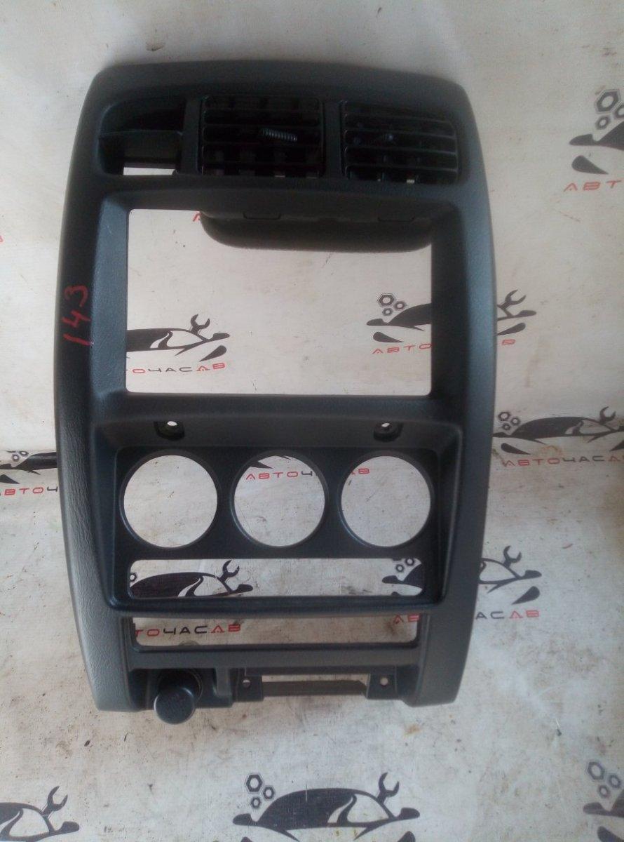 Консоль магнитофона Nissan Cube AZ10 CGA3DE 2000