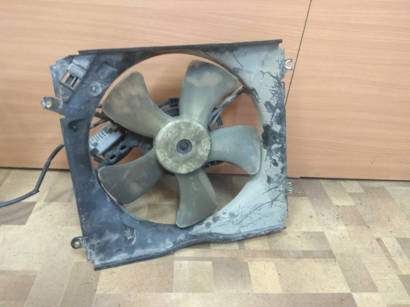 Диффузор радиатора Mitsubishi Diamante F31A левый