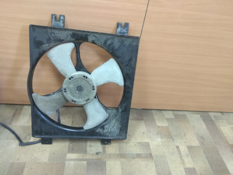 Диффузор радиатора Mitsubishi Diamante F31A правый