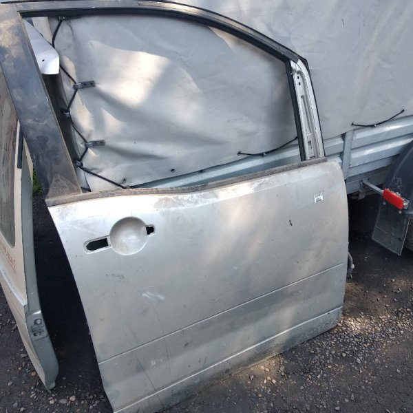 Дверь Nissan Serena C25 передняя правая