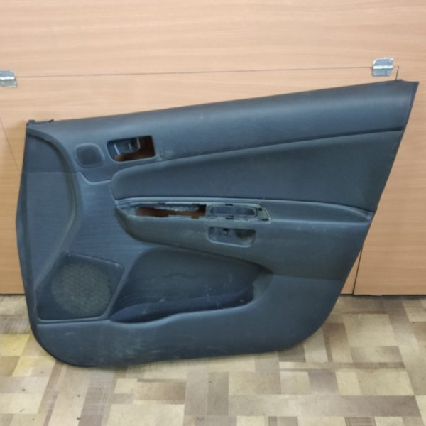 Обшивка двери Toyota Wish ZNE10 передняя правая