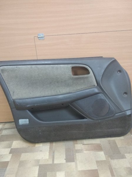 Обшивка двери Toyota Chaser JZX90 передняя левая
