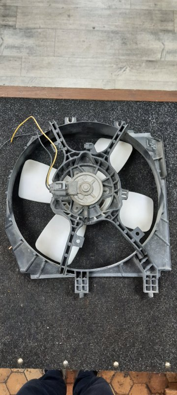 Диффузор радиатора Mazda Premacy CP8W левый